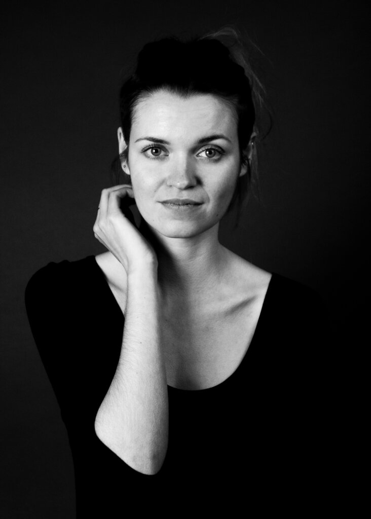 Angelika-Kubinski-Nora-01.jpg